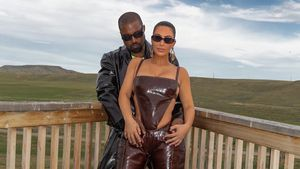 Kanye West und Kim Kardashian posieren im Leder-Partnerlook!
