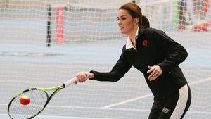 Sportlich: Herzogin Kate schwingt schwanger den Schläger!