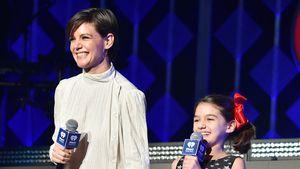 Seltener Anblick: Katie Holmes & Suri gemeinsam on stage!