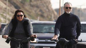Pierce Brosnan bei entspannter Fahrrad-Tour mit seiner Frau