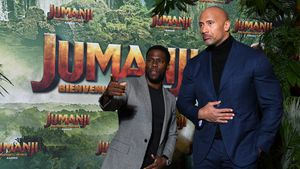 """Jumanji""-Stars in Berlin: Bro-Zoff bei The Rock & Kevin!"
