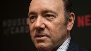 "3 Theorien: So tritt Kevin Spacey bei ""House of Cards"" ab!"