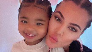 Partnerlook: Khloé K. und Tochter True tragen süße Zöpfchen