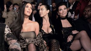 Kim und Kourtney Kardashian und Kris Jenner im Oktober 2016 bei einer Fashion-Show in Paris