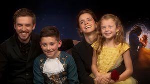 Dan Stevens und Emma Watson mit ihren Fans Ted und Olivia