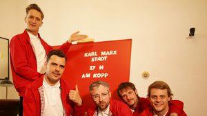 Wegen Anti-Rechts-Geste: Kraftklub-Sänger angezeigt!