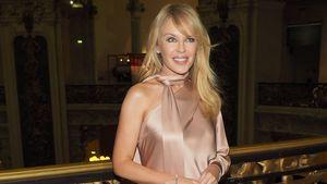 Die ist fast 50? Kylie Minogue strahlt bei Fashion Week!