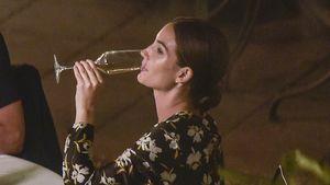 Im fünften Monat: Model Lily Aldridge mit Sektglas erwischt