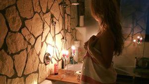 Lisa Wohlgemuth nur mit Handtuch: Romantisches Bad zu zweit?
