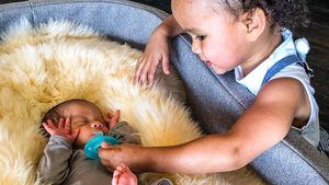 Wie süß! Das erste Pic von Chrissys Luna mit kleinem Bruder
