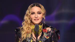Nach Krankenhausbesuch: Madonna wieder auf Krücken unterwegs