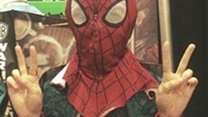 Psst! Welcher GoT-Star posiert hier als Spiderman?
