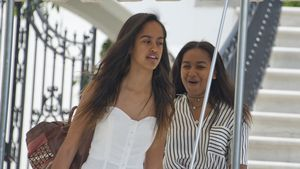 Verliebte Malia Obama? Ex-First-Daughter knutscht wild rum