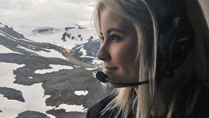 Melina Sophie im Helikopter über Island