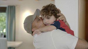 Menowin lebt mit seiner Familie von nur 1.300 Euro im Monat