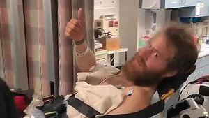 Per Heli ins Krankenhaus: Mike Posner von Schlange gebissen!