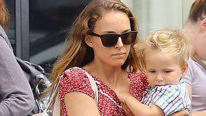 Müde Mama ohne Nanny: Natalie Portman trägt selbst