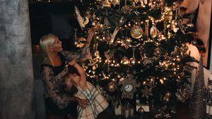 Glitzer, Glitzer: Oksana & Arielle schmücken Weihnachtsbaum!