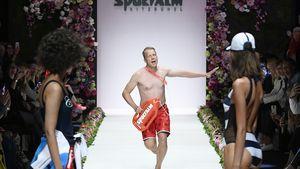 """Als """"Baywatch""""-Held: Oli Pocher brilliert auf dem Laufsteg!"""