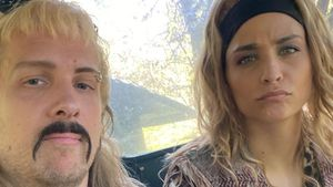 """Oliver und Amira Pocher verkleiden sich als """"Tiger King""""-Duo"""
