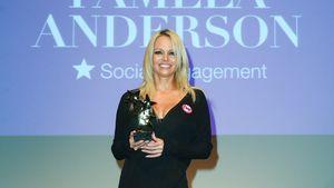 Pamela Anderson mit ihrem Intouch Award