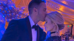 Ein Jahr zusammen: Paris Hilton schwärmt von ihrem Freund