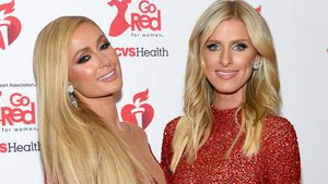 Ladys in Red: Paris und Nicky Hilton betören im Partnerlook
