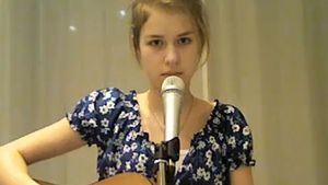 YouTube-Video: Peter Kloeppels Tochter (15) singt!