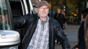 Stark gealterter Star: Hier geht Phil Collins am Stock!