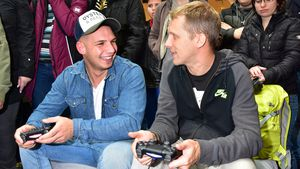 Pietro Lombardi und Oliver Pocher in der Mall of Berlin