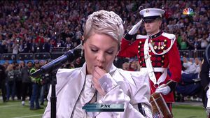 Kaugummi-Panne & Family-Support: Pink rockt den Super Bowl