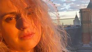 Rebel Wilson präsentiert ihre schöne Naturwelle im Netz!
