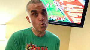 Radikal! Robbie Williams rasiert sich selbst seine Haare ab