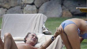 Roberto Cavalli zwickt seiner Freundin in den Po!