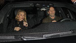 Hier verlassen Rosie und Jason Statham ein romantisches Date