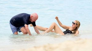 Hoppla! Rupert Murdoch und Jerry Hall kämpfen mit den Wellen
