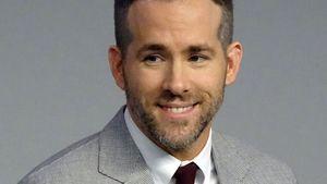 Ryan Reynolds grinst frech