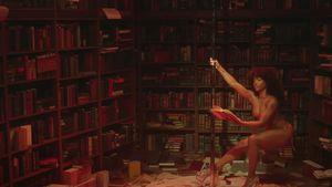 Schräges Musikvideo: Hier tanzt SZA in Bibliothek an Stange