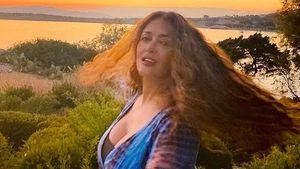 Megamähne: Hier zeigt Salma Hayek ihre wilden Naturlocken