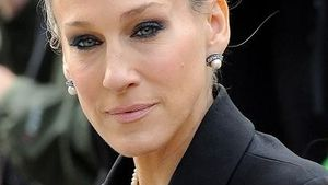 Sarah Jessica Parker bald in New Year's Eve
