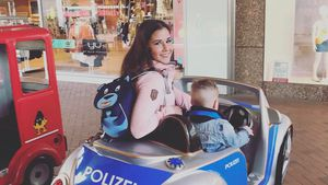 Sarah Lombardi mit Alessio im Polizeiwagen
