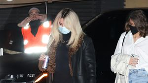 Neu-Blondine Selena Gomez im sexy Minikleid unterwegs