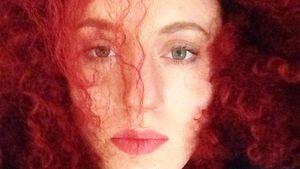 Völlig nackt: Ex-ESC-Kandidatin stillt ihr Baby im Musikclip