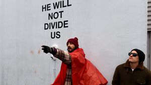 Shia LaBeouf bei einer Anti-Trump-Demo