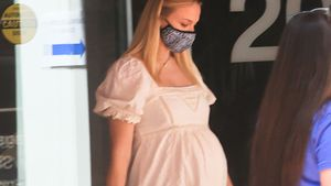 Schwangere Sophie Turner bezaubert wieder in süßem Kleid