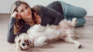 Tanja Szewczenkos Hund Guido hatte Durchfall im Wohnzimmer