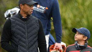 Wie der Vater: Tiger Woods und sein Sohn Charlie beim Golfen