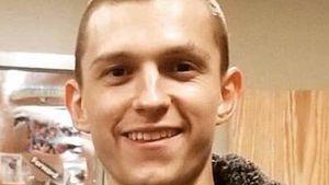 Tom Holland trägt Fast-Glatze: Fans vermissen seine Haare