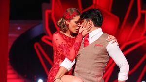 Victoria Swarovski in rotem Tanzkleid mit Partner