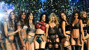 """""""Victoria's Secret""""-Models bei der Fashionshow in Paris"""